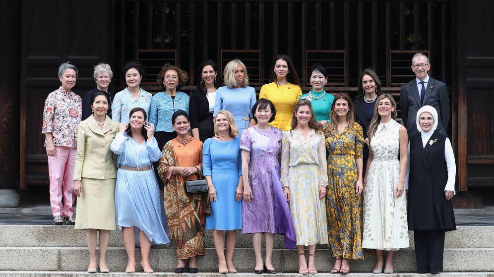 Foto: Foto de familia de consortes durante el G20 en Osaka. (Getty)