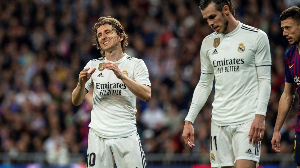 Foto: Luka Modric y Gareth Bale, durante un partido contra el Barcelona en el Camp Nou. (EFE)