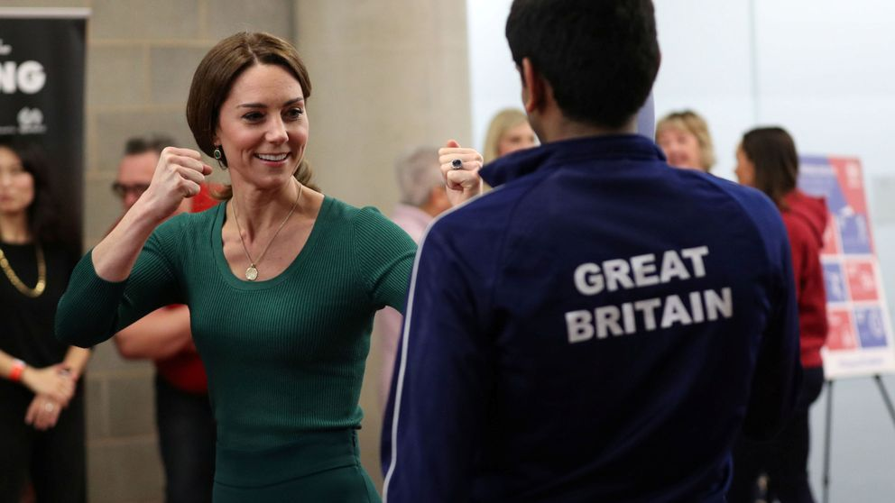 Kate Middleton, de royal con zapatos de Cenicienta a 'sparring' en zapatillas (de 35€)