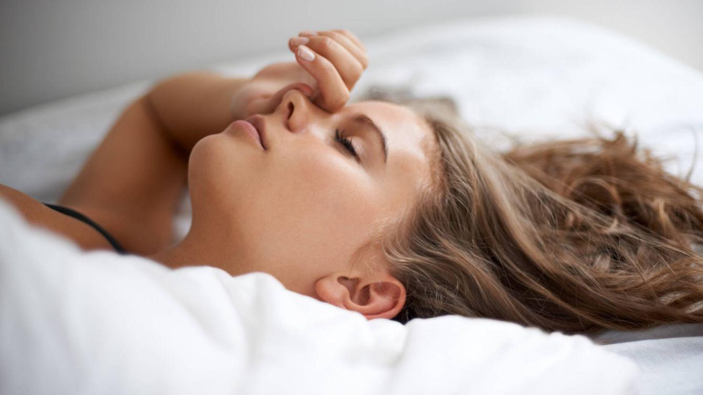 Cómo volver a dormir después de despertarte en medio de la noche
