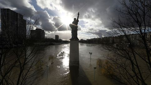 El Sena empieza a retroceder en París