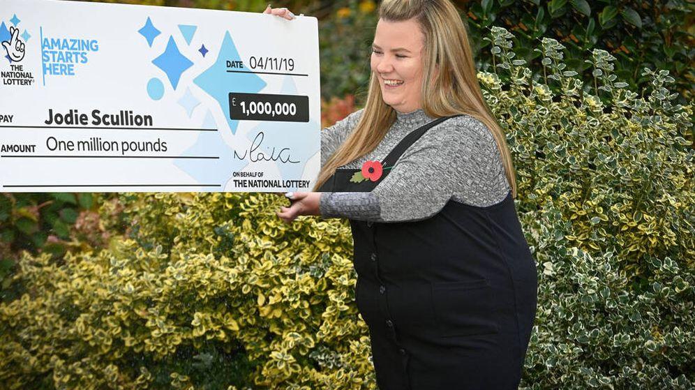 Foto: Jodie Scullium se llevó un millón de libras la primera vez que jugaba en su vida a la lotería (Foto: National Lottery)