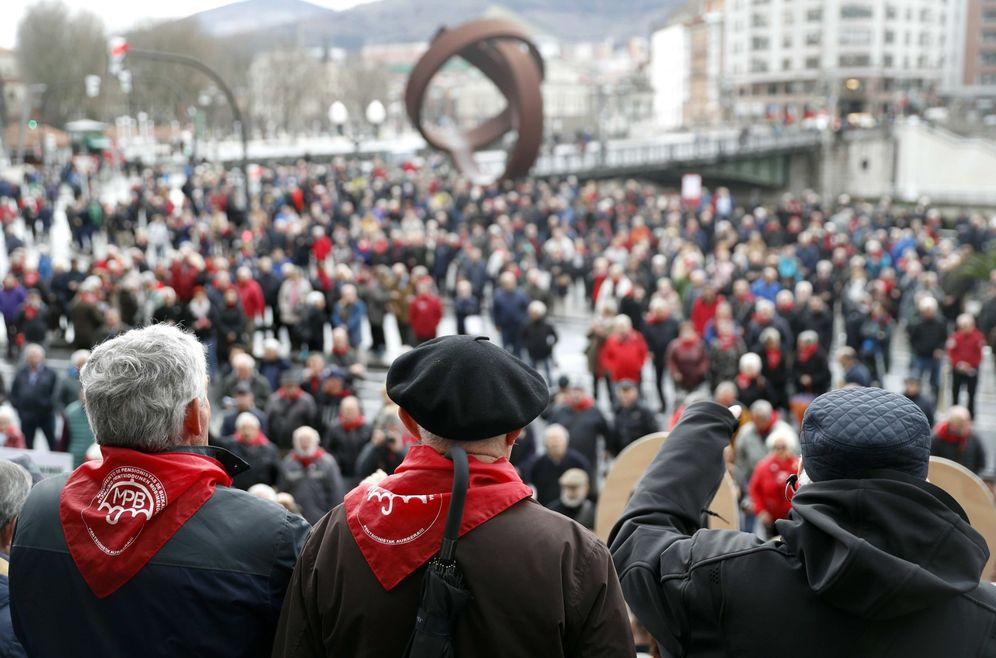 Foto: Concentración de pensionistas de Bilbao este pasado lunes. (EFE)
