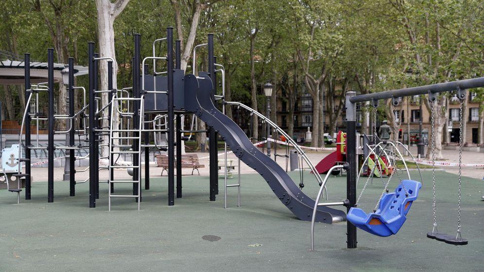 Foto: Un parque infantil vacío, en Bilbao. (EFE)
