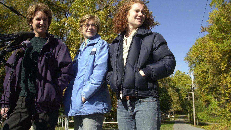 Kathleen Kennedy, con sus hijas Maeve (centro) y Kate. (Cordon Press)
