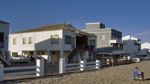 Miles de casas y hoteles en primera línea de playa, en el aire al vencer la concesión