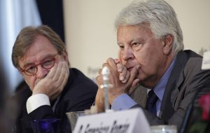 Cebrián y González en el Foro de la Nueva Comunicación
