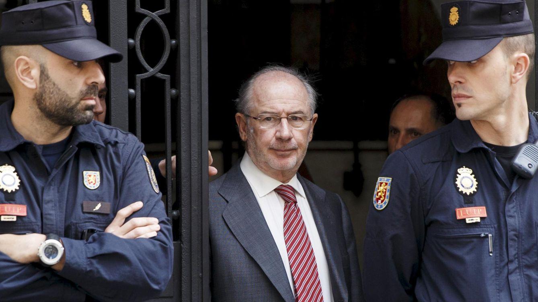 Foto: Rodrigo Rato, expresidente de Bankia, en una imagen reciente a la salida de su casa (Reuters)