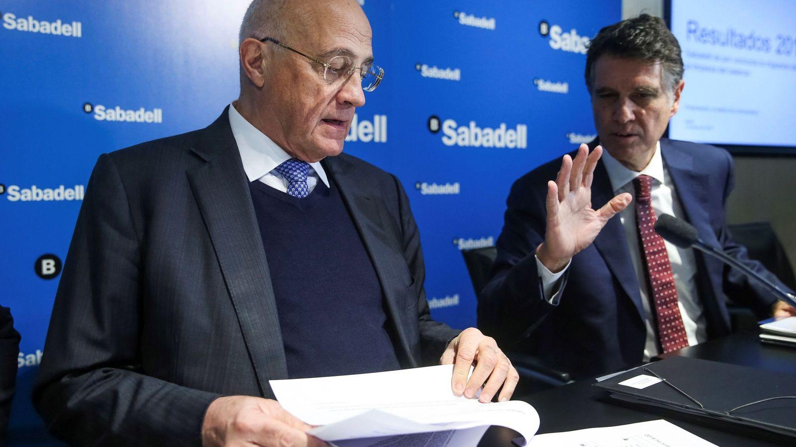 Foto: Josep Oliu y Jaime Guardiola. (EFE)