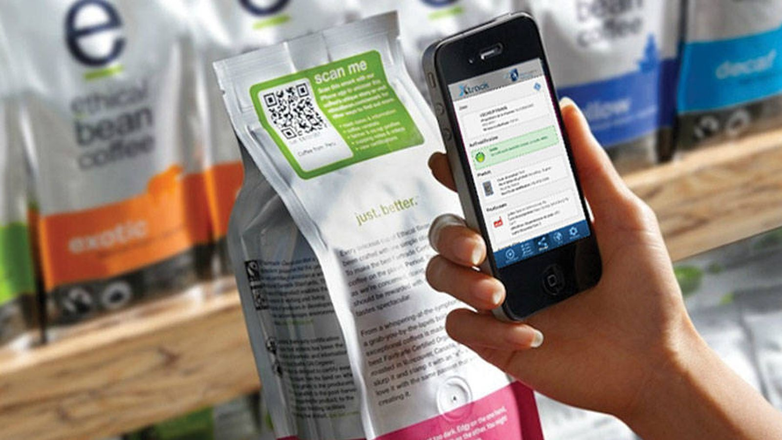Foto: Un teléfono y un envase conectados.