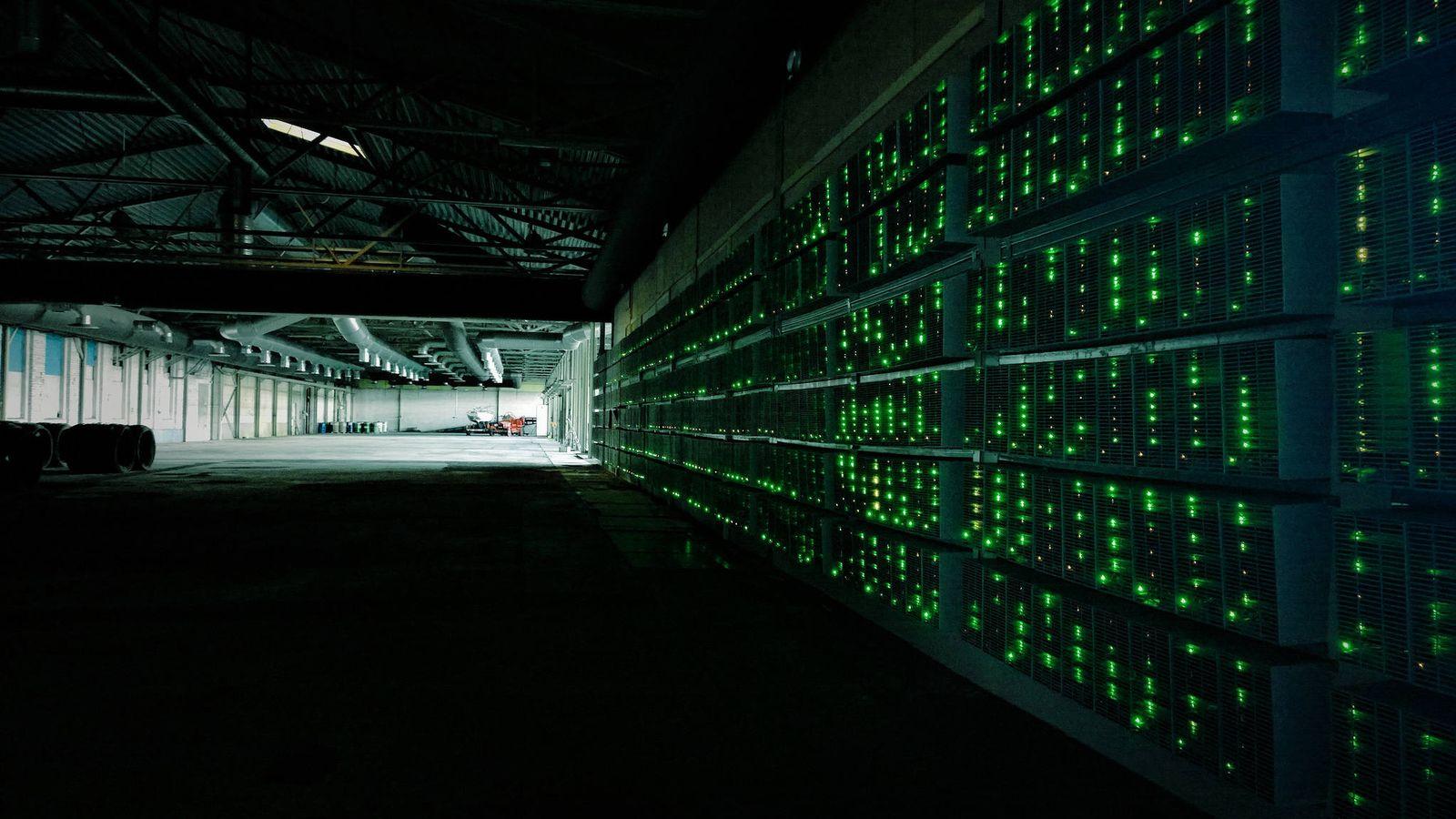 Foto: Granja de ordenadores para minar bitcoins. (Foto: Marko Ahtisaari/Flickr)