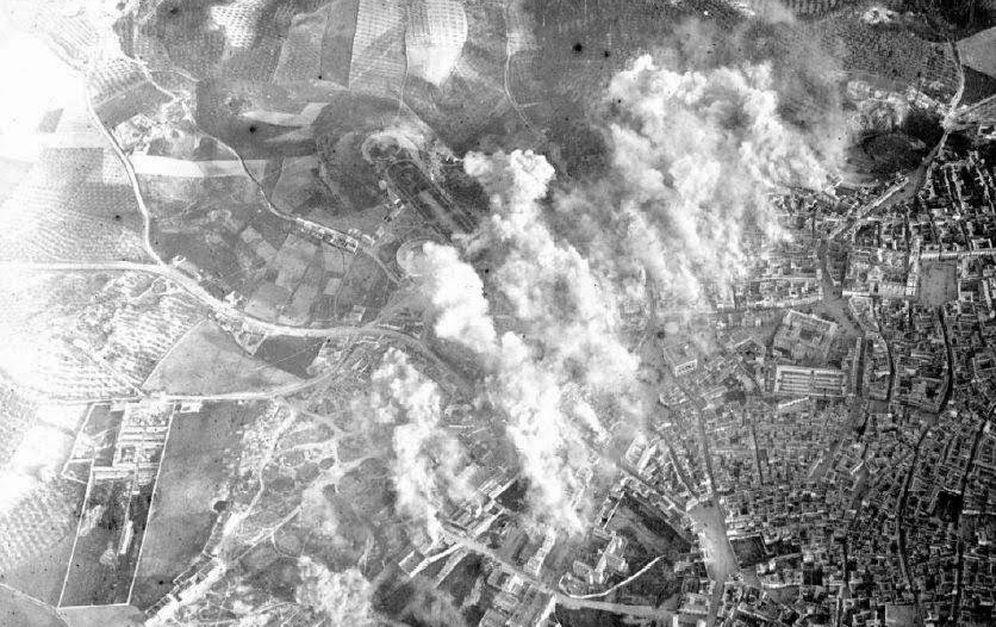 Foto: Foto de Jaén el 1 de abril de 1937 desde uno de los aviones que los nacionales utilizaron para bombardear la ciudad