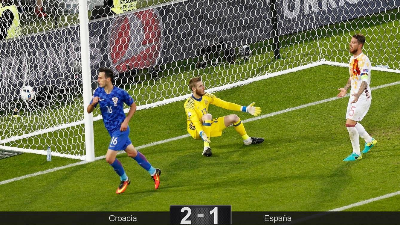 Foto: Momento en el que Kalinic marca el 1-1 (Fehim Demir/EFE/EPA)