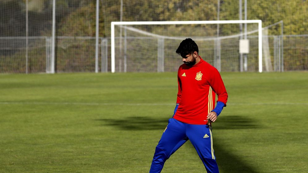 Foto: Diego Costa entrenó con normalidad en Las Rozas (Sergio Barrenechea/EFE).