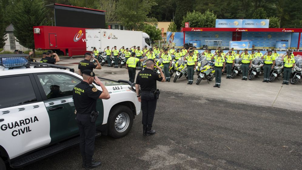 Foto: Efectivos de la Guardia Civil en formación. (EFE)
