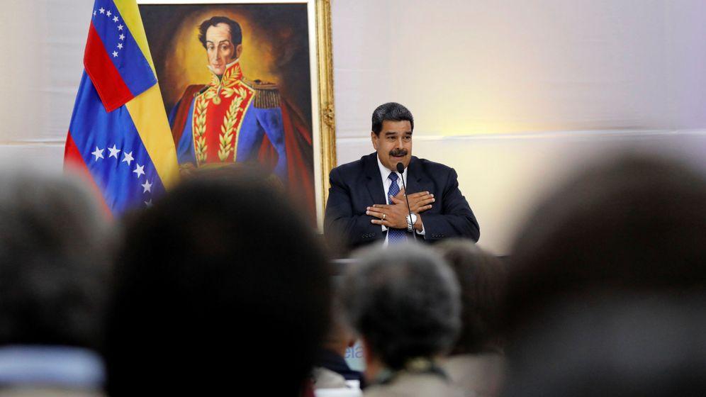 Foto: El presidente Nicolás Maduro saluda a los observadores internacionales venidos al país para las elecciones de este domingo, en Caracas, el pasado 18 de mayo de 2018. (Reuters)