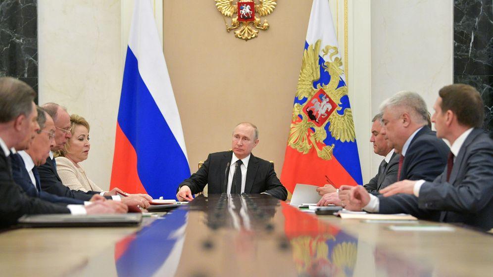 Foto: Vladímir Putin en el consejo de seguridad en Moscú. (EFE)