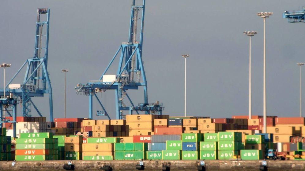 Foto: Contenedores con mercancía en el Puerto de Las Palmas. (EFE)