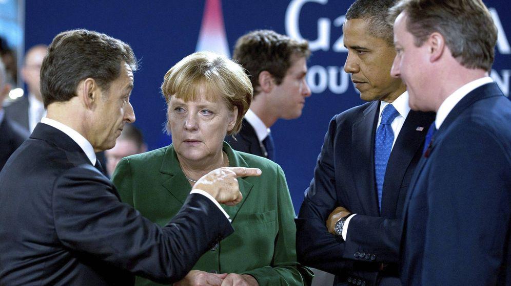 Foto: Nicolas Sarkozy, Angela Merkel, Barack Obama y David Cameron conversan en una cumbre dle G-20 en noviembre de 2011. (EFE)