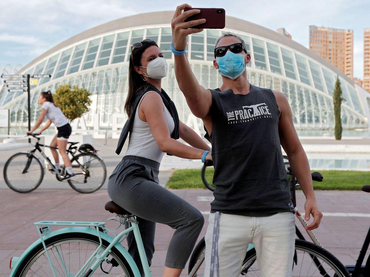 Foto: Deportistas haciéndose un selfi. (EFE)