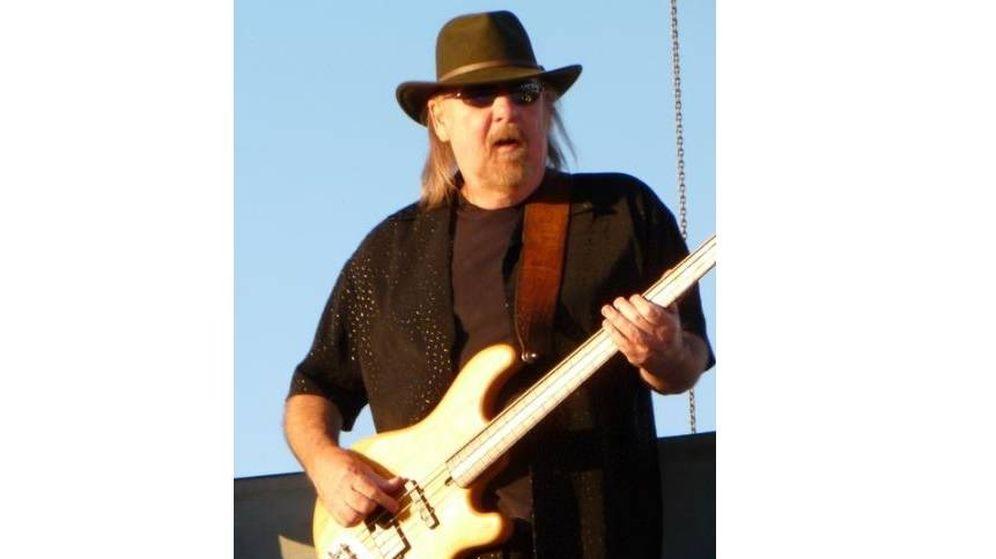 Foto: Larry Junstrom durante una actuación en Dixon May Fair, en 2010. (C.C.)