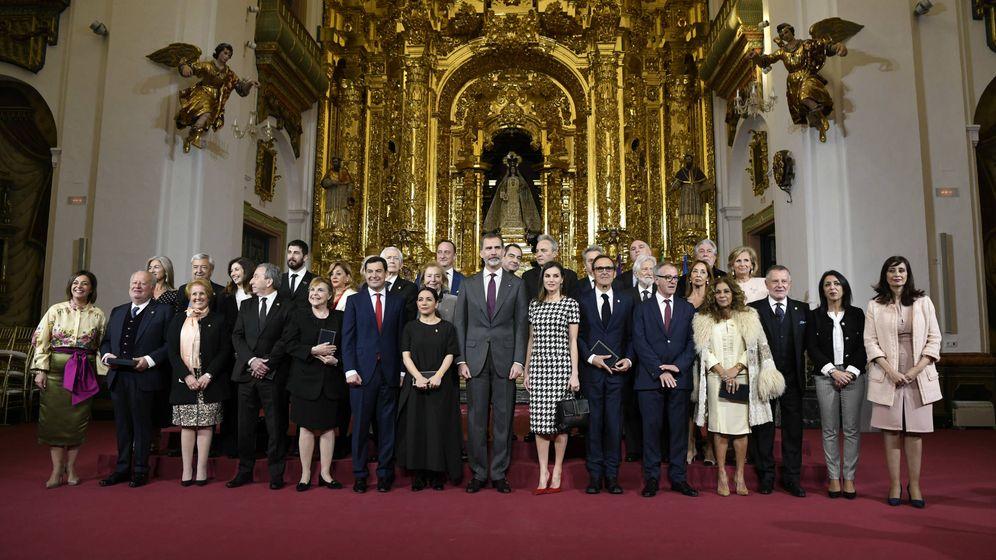 Foto: Los Reyes, junto a los premiados. (Limited Pictures)