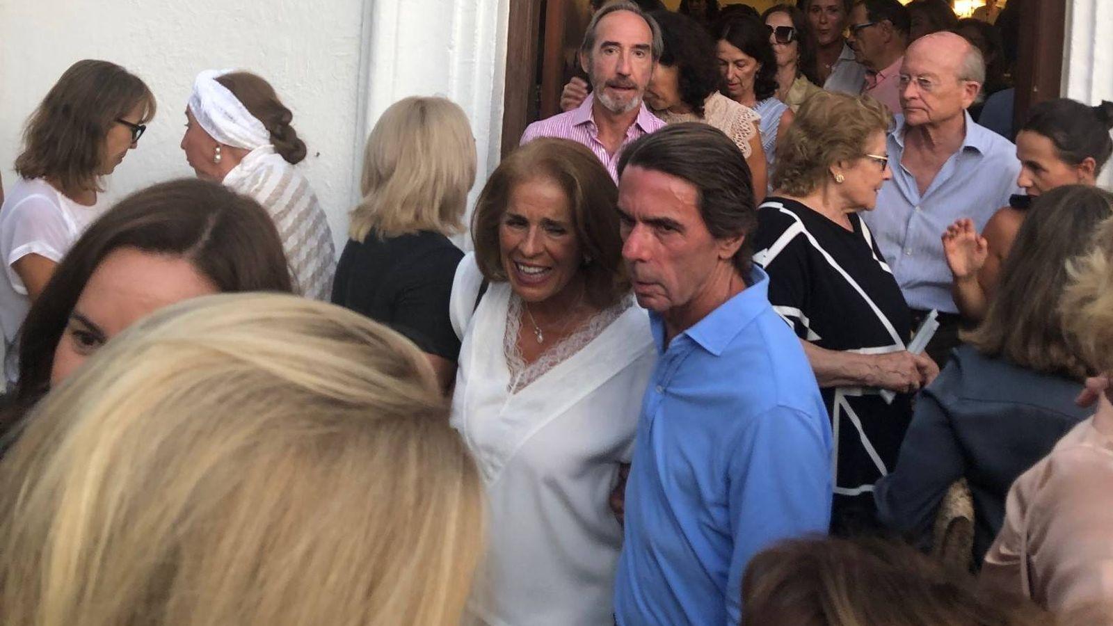 Foto: Aznar y Botella, en el adiós marbellí a Arturo Fernández. (VA)