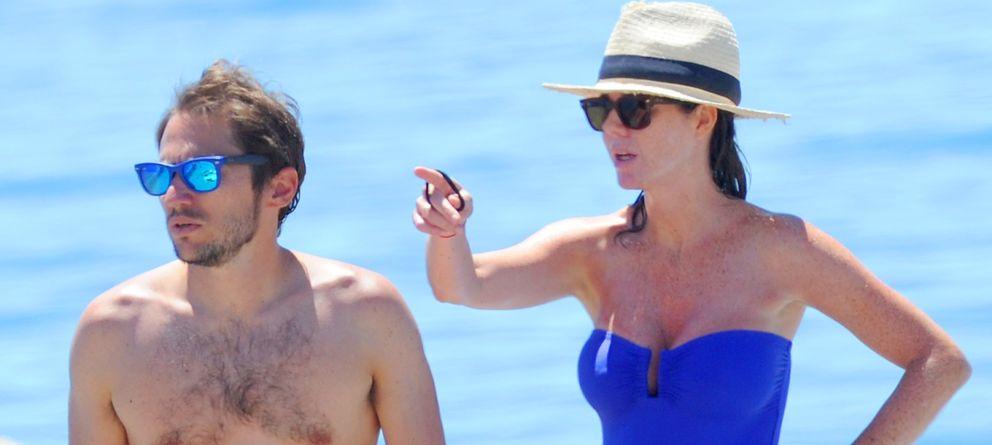 Foto: Amelia Bono junto a su marido, Manuel Martos, en una imagen de archivo en Marbella (Gtres)