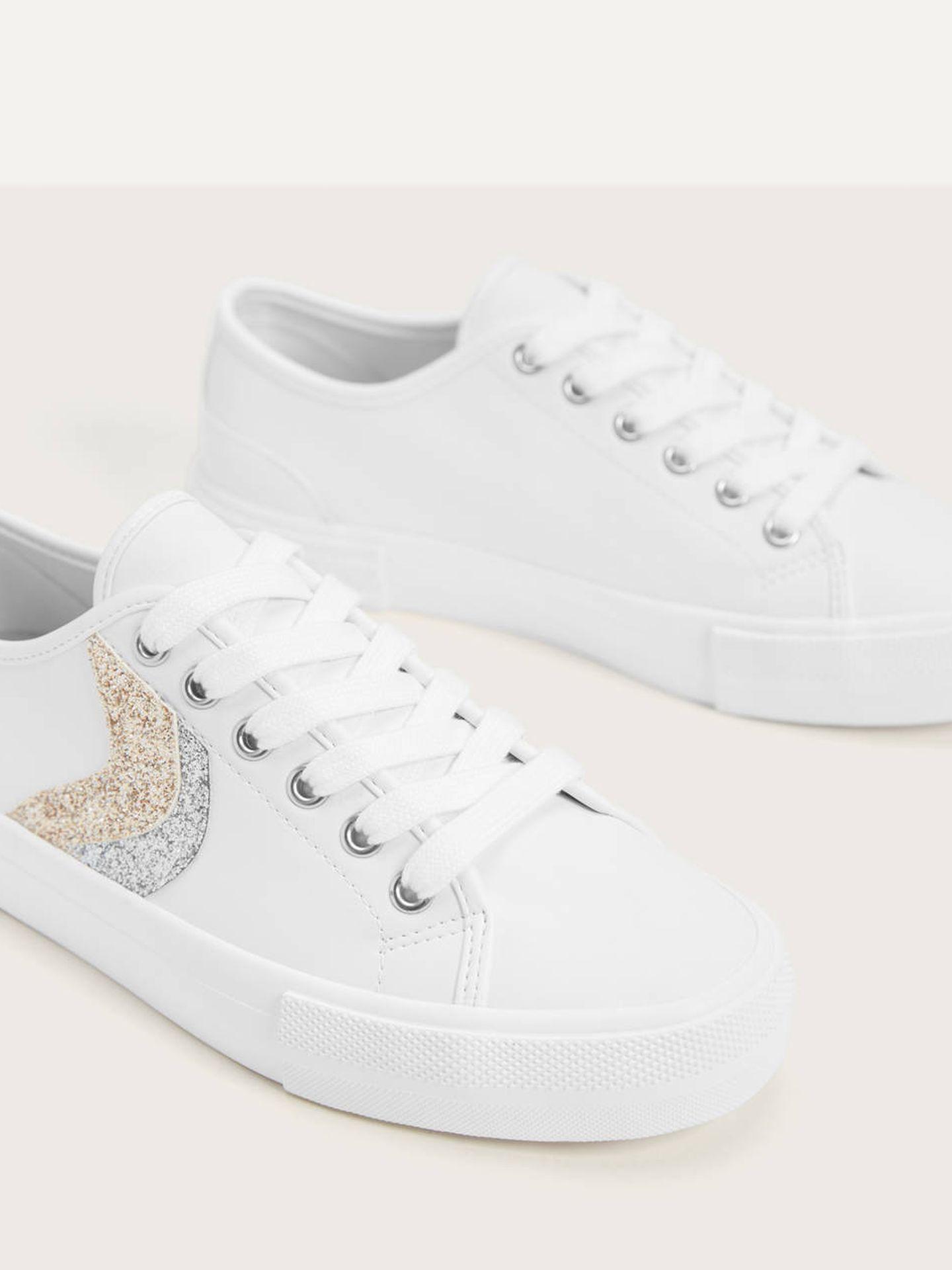 Las zapatillas deportivas de Bershka. (Cortesía)