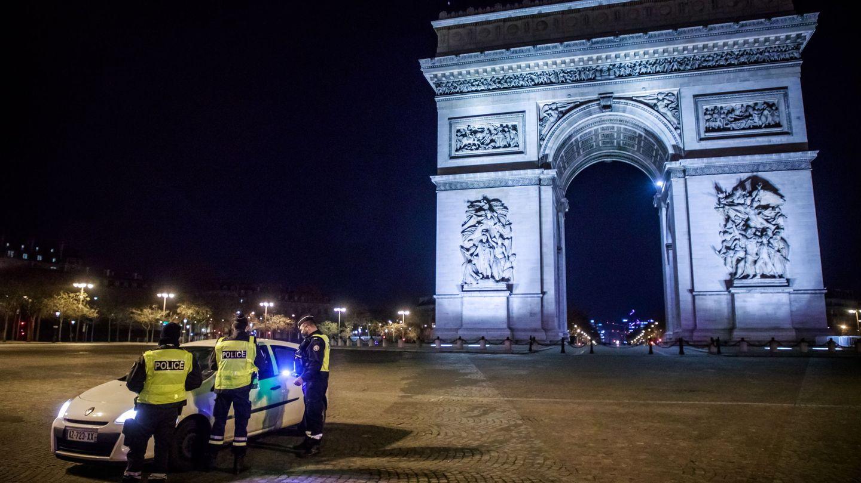 Agentes en París. (EFE)