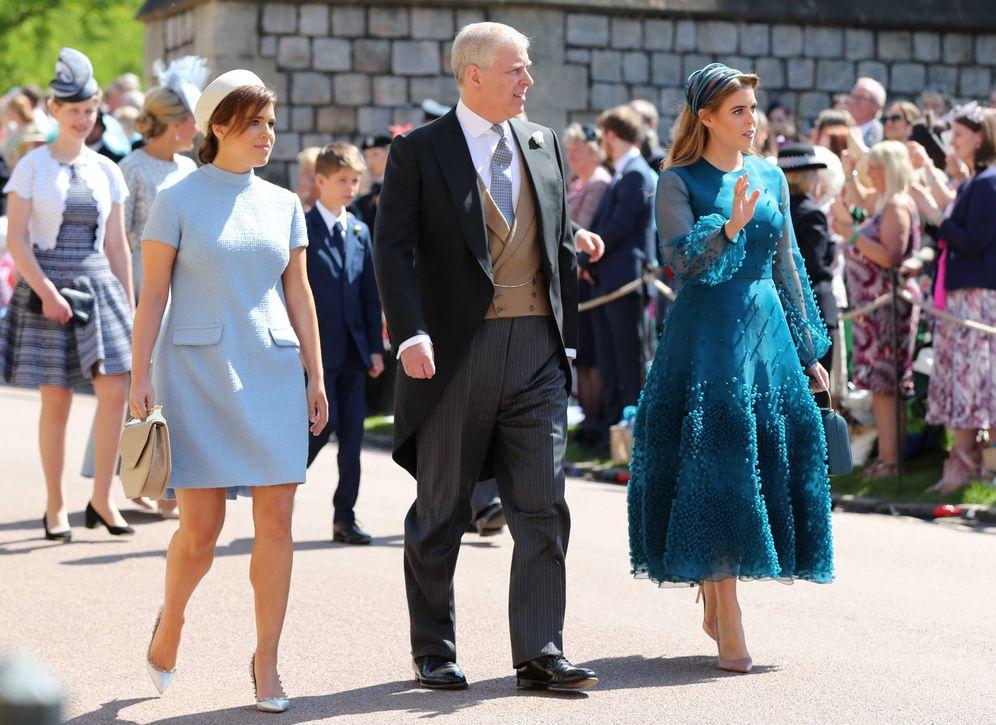 Foto: Eugenia y Beatriz de York junto a su padre, el príncipe Andrés