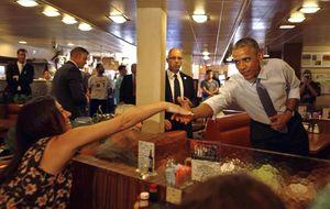 ¿Dónde está Obama mientras el mundo arde? Recaudando para su campaña