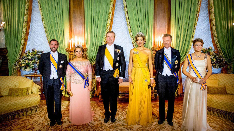 Los grandes duques y los herederos, junto a los reyes de Holanda en 2018. (Getty)