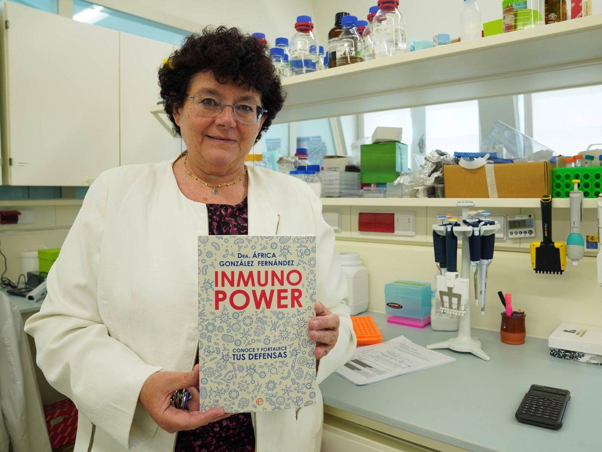 Foto: África González, expresidenta de la Sociedad Española de Inmunología. (La Esfera de los Libros)