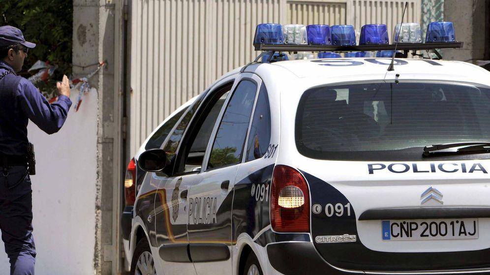Foto: Coche de Policía Nacional (Efe).