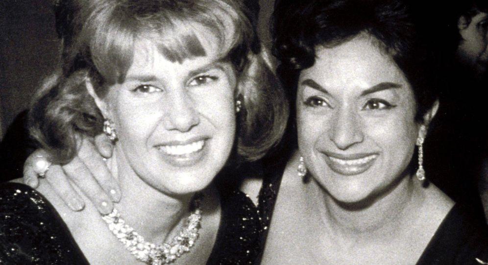 Foto: La duquesa de Alba y Lola Flores. (EFE)