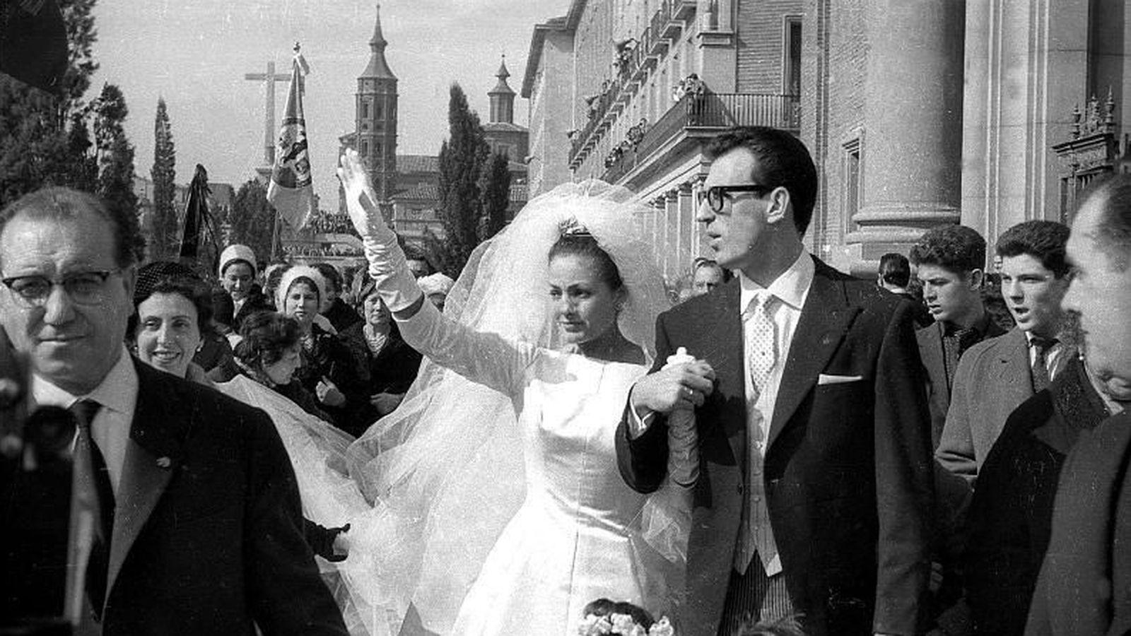 Foto: Carmen Sevilla y Augusto Algueró, en su boda. (EFE)