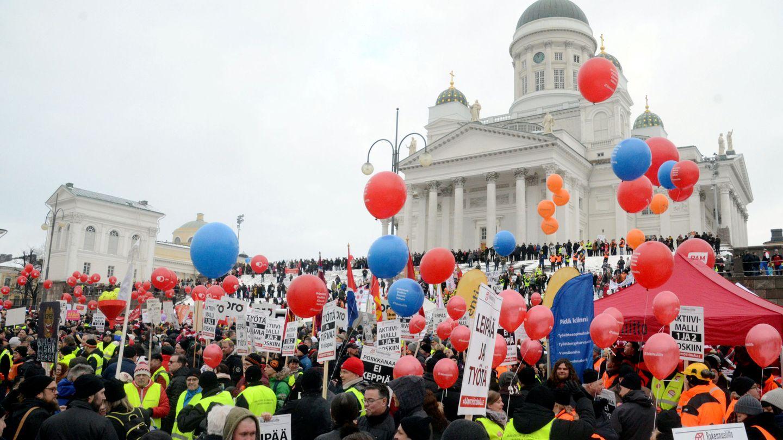 Protesta en Helsinki contra los recortes de la prestación por desempleo, en enero de 2018. (Reuters)
