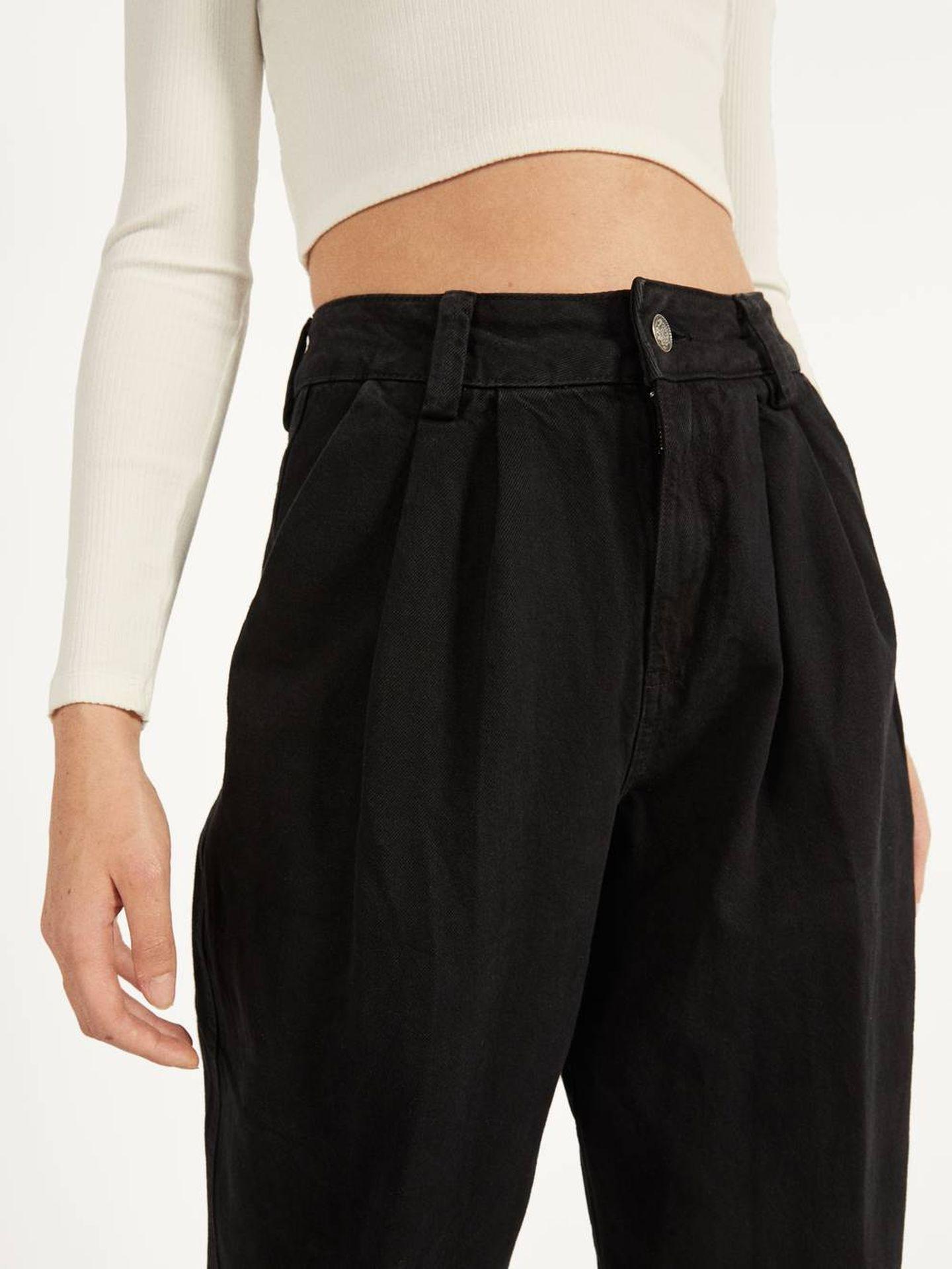 El pantalón de Bershka que lleva Marta Hazas. (Cortesía)