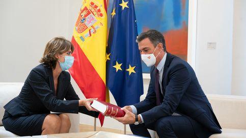 Delgado entrega a Sánchez la Memoria Anual de la Fiscalía
