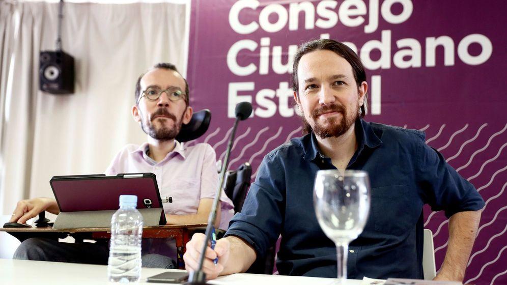 Foto: El líder de Podemos, Pablo Iglesias (d) y el secretario de Organización, Pablo Echenique, durante la reunión del Consejo Ciudadano Estatal de Podemos. (EFE)