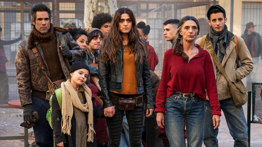 Foto: El elenco de 'La valla', la nueva serie de Antena 3. (Atresmedia)