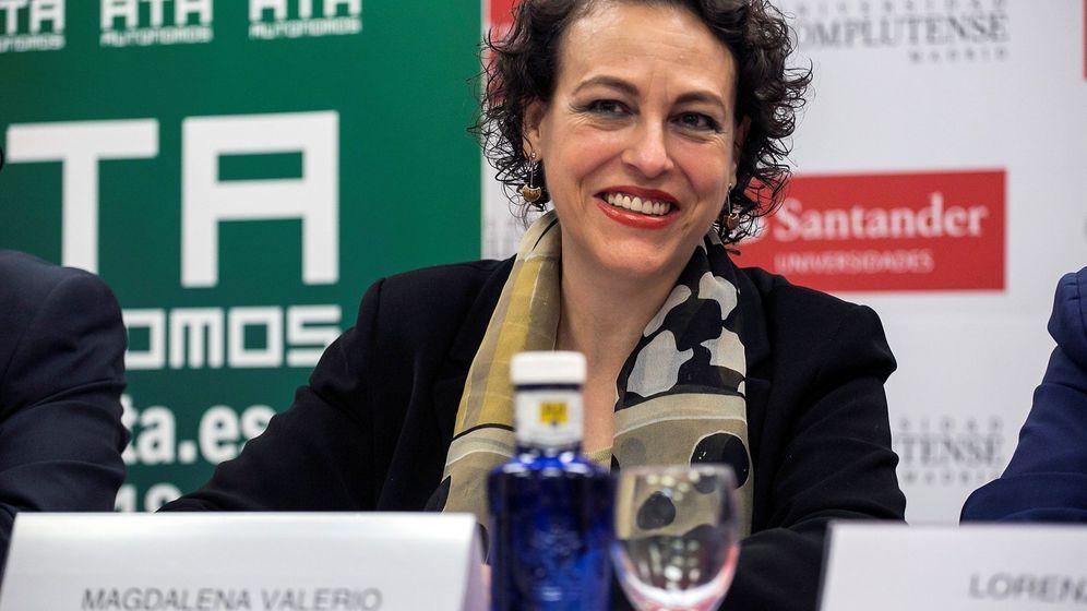 Foto: La ministra de Trabajo, Magdalena Valerio, durante el curso 'Nuevos retos para autónomos y emprendedores' en los Cursos de Verano de la Complutense. (EFE)