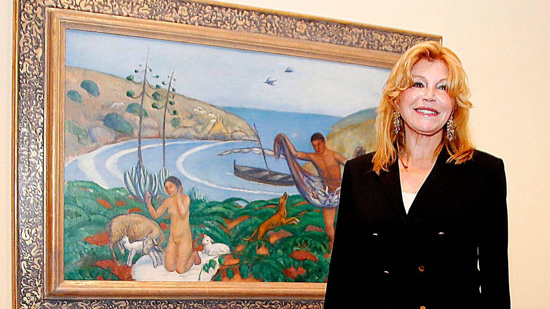 La baronesa Thyssen posa con uno de sus cuadros. (Getty)