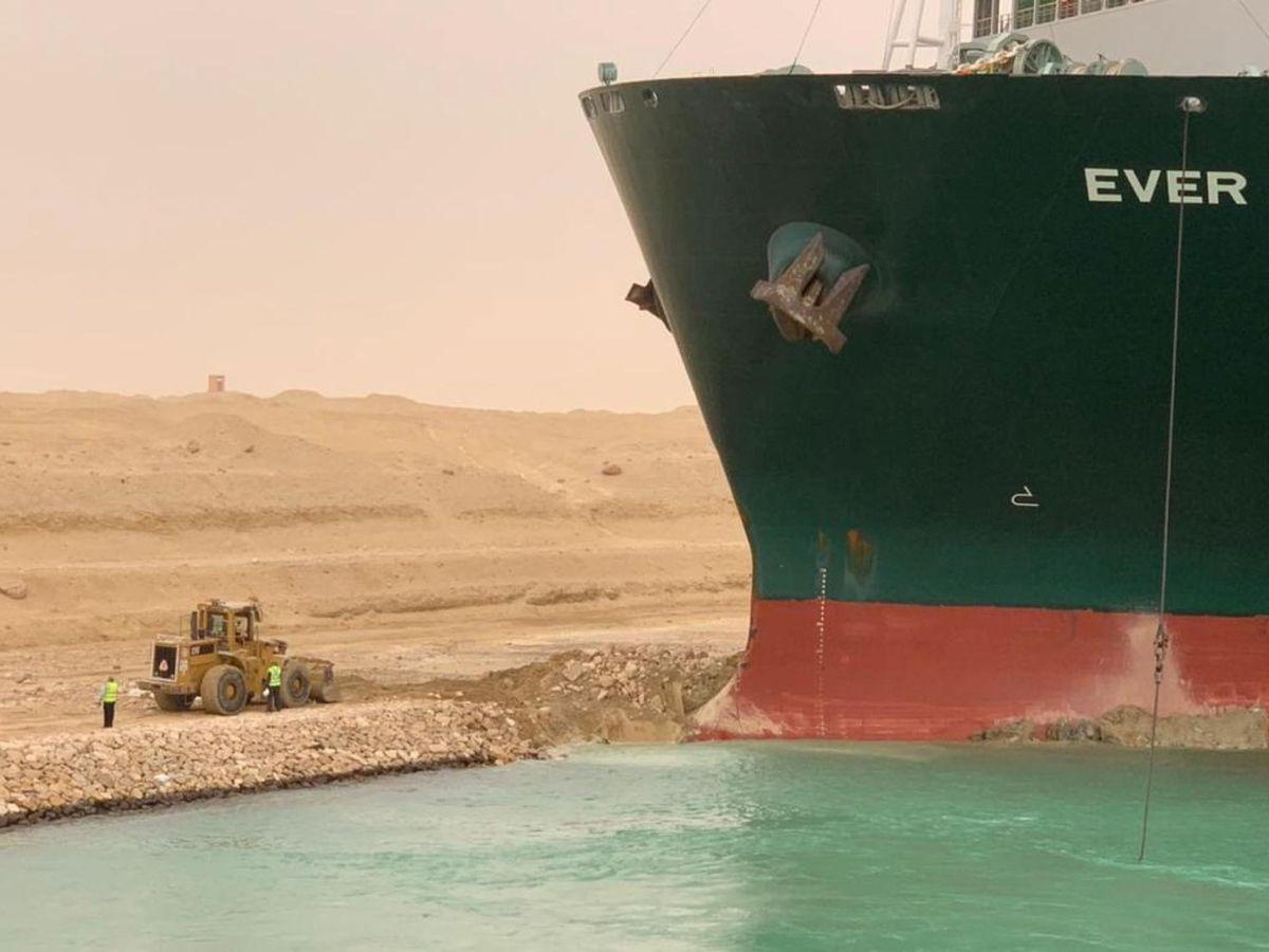 Foto: El buque atrapado. (Reuters)