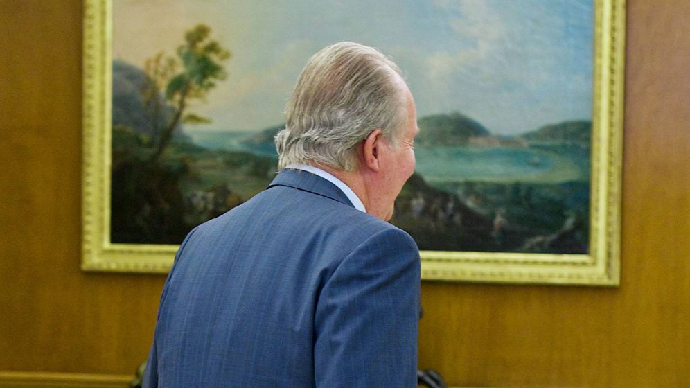 Foto: El rey Juan Carlos, en su despacho del Palacio Real. (Getty)