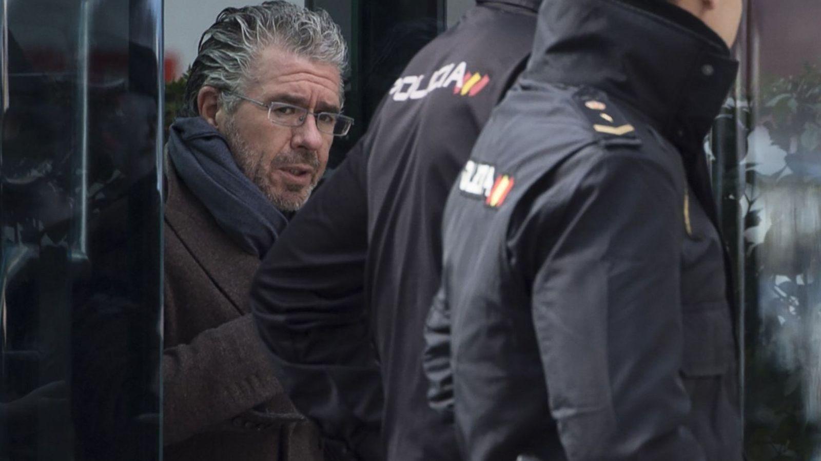 Foto: El exconsejero madrileño Francisco Granados, a su salida de la sede de la Audiencia Nacional, donde declaró hace dos semanas. (EFE)