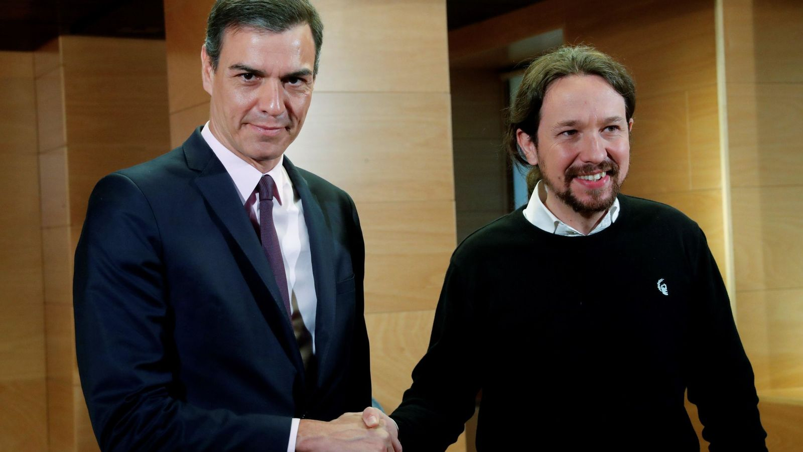 Foto: La reunión de Sánchez con Iglesias para pedir apoyo a la investidura. (EFE)