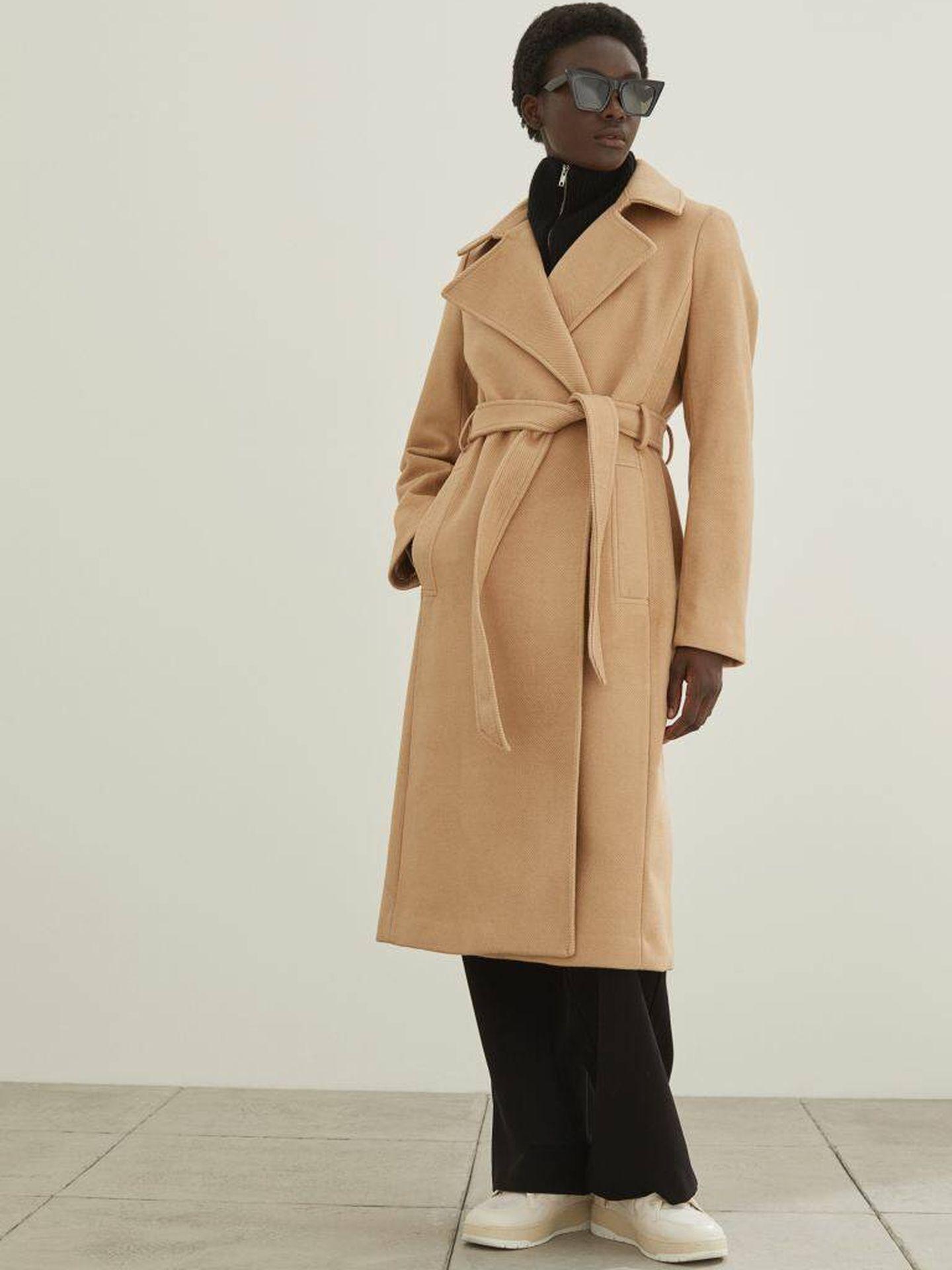 El abrigo camel de HyM. (Cortesía)