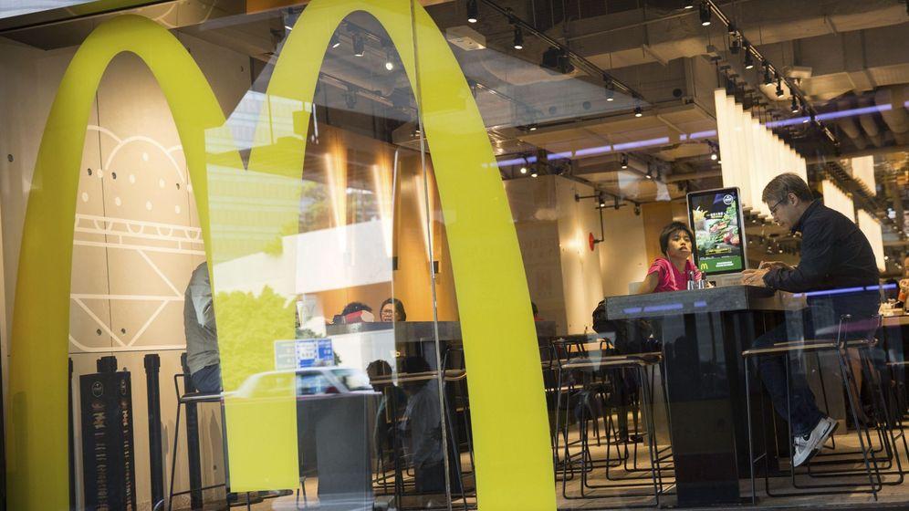 Foto: McDonalds ofrece contratos fijos a sus empleados más precarios en Reino Unido. (EFE)